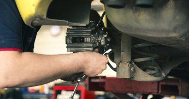 mechanik samochodowy pracujący w aso volvo