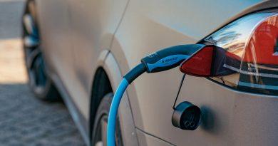 Jak bezpiecznie ładować auta elektryczne?